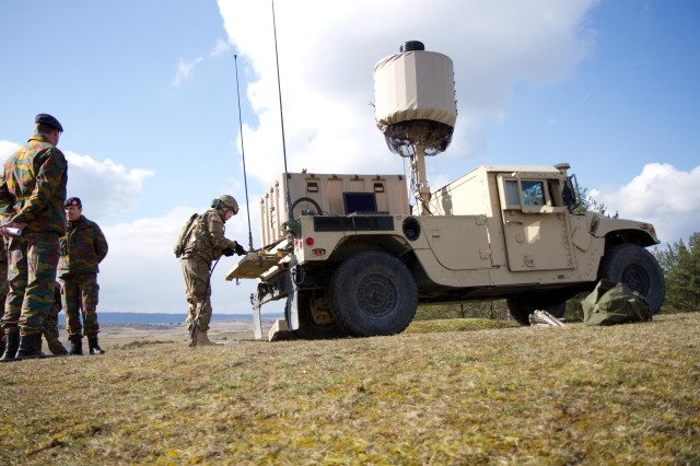 2CR Target Acquisition Section give demonstration on AN/TPQ-50 radar