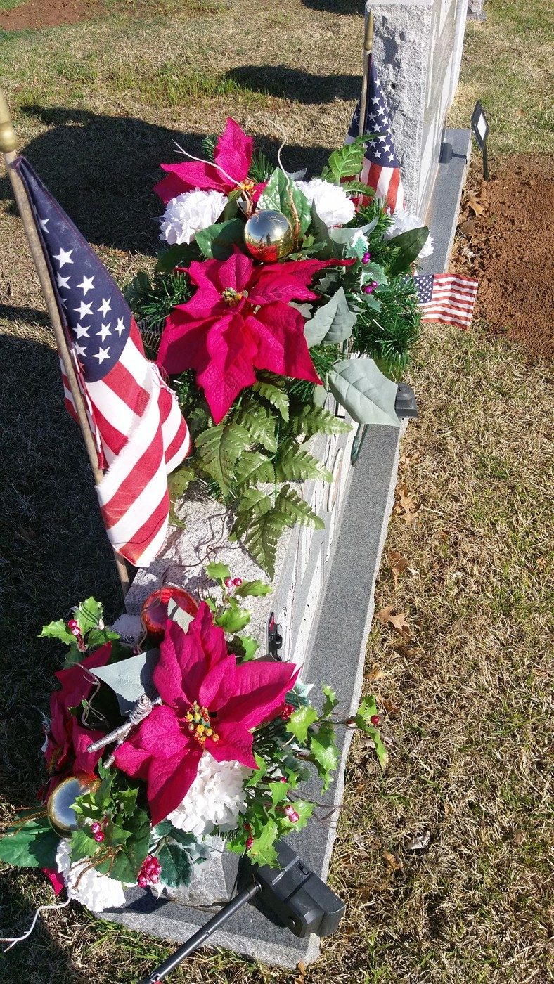 original - Christmas Grave Decorations