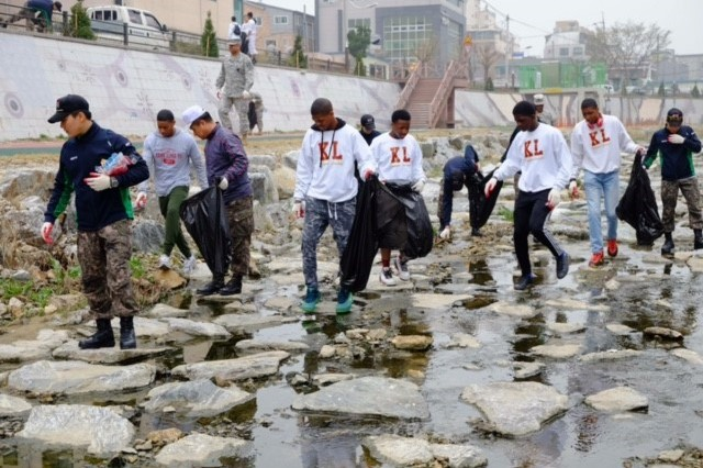 2501st Detachment Liaison Detachment Soldiers, Yongin University ROTC cadets, and students from Seoul American High School conduct clean-up along the Yongin River on Saturday, Apr. 9 during an area beautification project.