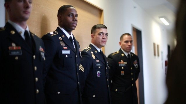 5th Signal Command names best warriors of the year