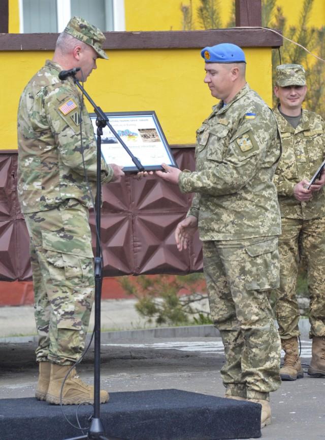 JMTG-U commander presents a certificate to Ukrainian Airborne Battalion Commander