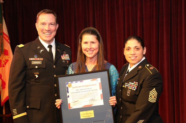 Janetlee Hurley, named Outstanding Volunteer of the Year, receives a plaque during Camp Zama's annual Volunteer Recognition Ceremony held April 29 at the Camp Zama Community Club. (U.S. Army photos by Noriko Kudo)
