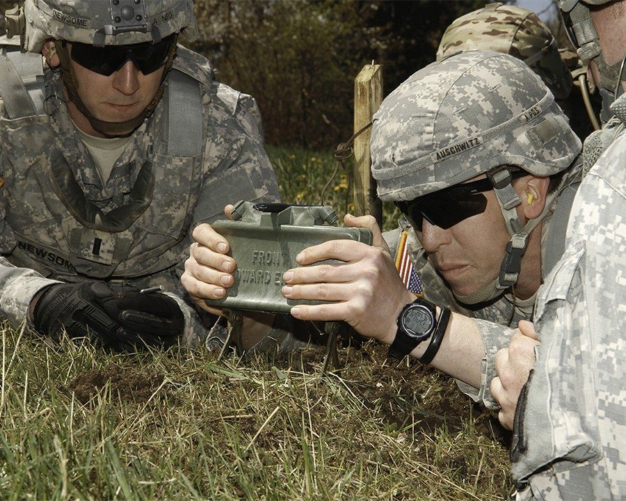 Support Soldiers Receive Training On Claymore Mines