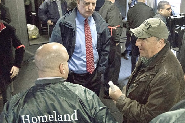 John Hedderich, director of the U.S. Army Armament Research, Development and Engineering Center speaks to New York City Mayor Bill de Blasio and personnel from the Department of Homeland Security during the NYPD active shooter exercise Nov. 22. Photo by Dietz Wortmann, ARDEC's New Equipment Training Team
