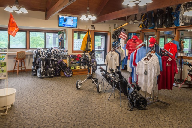 The golf course pro shop offers top-brand equipment, clothing and other golf supplies and rentals.