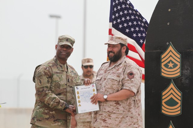 5 Kuwaiti soldiers inducted into U S  Army NCO Corps