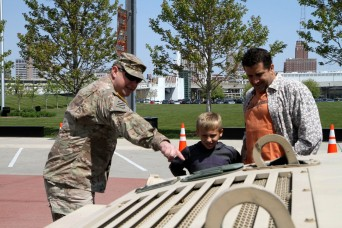 Reserve Soldiers help raise military awareness at 2016 Milwaukee Armed Forces Day