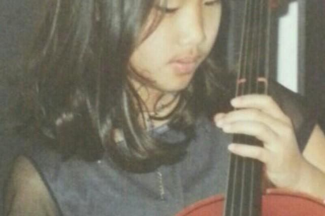 Yeeun Youn plays the cello at 8 years old.