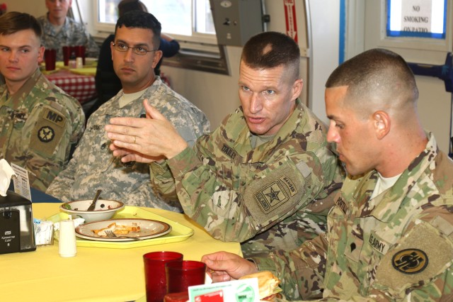 Sergeant Major of the Army Meets with Junior Troopers