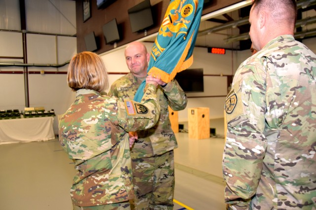 New commander takes charge of USAMU