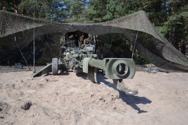 Soldiers from the 4th Battalion 319th Airborne Field Artillery Regiment, 173rd Airborne Brigade prepare a M777 Howitzer for Exercise Anakonda, June 6, 2016, Nowa Deba, Poland. Exercise Anakonda 16 is a Polish-led joint multinational exercise that brings together 24 allies and partner nations to test the ability and readiness of the Polish Armed forces with allies and partners.