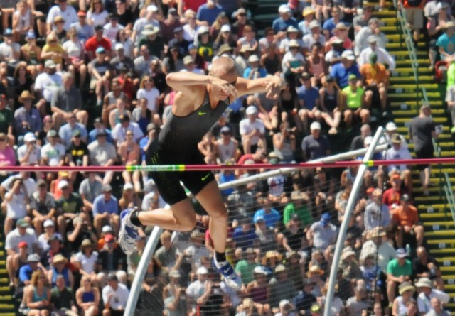ldier vaults to U.S. Olympic team, breaks trial record
