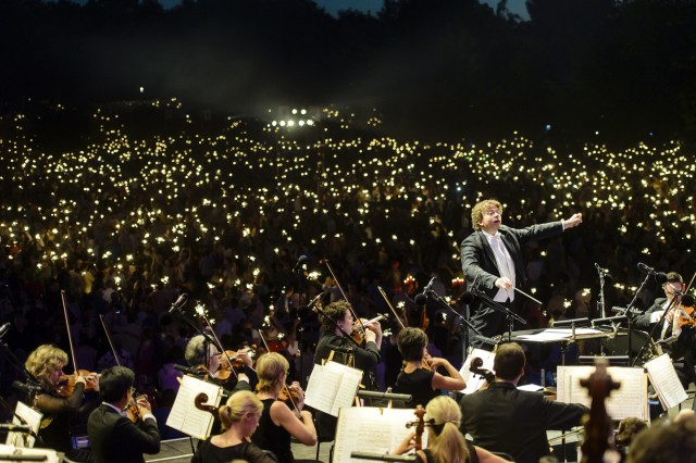 Nürnberg hosts outdoor concerts featuring the Staatsphilharmonie Nürnberg and the Nürnberger Symphoniker; admission free, the concerts attract thousands of listeners.