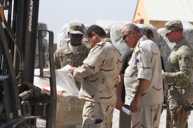 Iraqi army officials receive ITEF parts