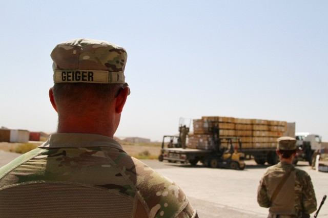300th SB, 1st TSC observes the transfer of ITEF parts to Iraqi army