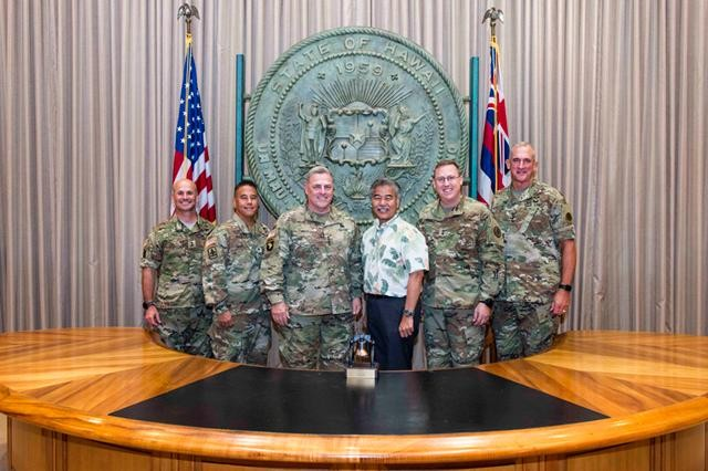 Hawaii governor David Ige (center right) met with Gen. Mark A. Milley, U.S. Army Chief of Staff (center left) and other senior leaders from the Total Army in Hawaii at the state capitol building in Honolulu Aug. 22, 2016.