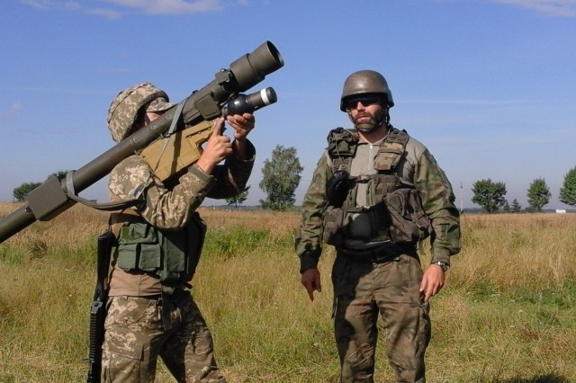 "A Polish instructor assigned to the 21st Podhale Riflemen Brigade instructs a Ukrainian Soldier how to fire the 9K333 ""Verba"" portable air defense missile system, Aug. 9, at the International Peacekeeping and Security Center in Ukraine. The Polish forces recently partnered with the American Army to train Ukrainian Soldiers at the Joint Multinational Training Group-Ukraine. JMTG-U is an example of multinational partners working together to help build the training capacity of the Ukrainian land forces. (Photo courtesy of Polish Forces)"