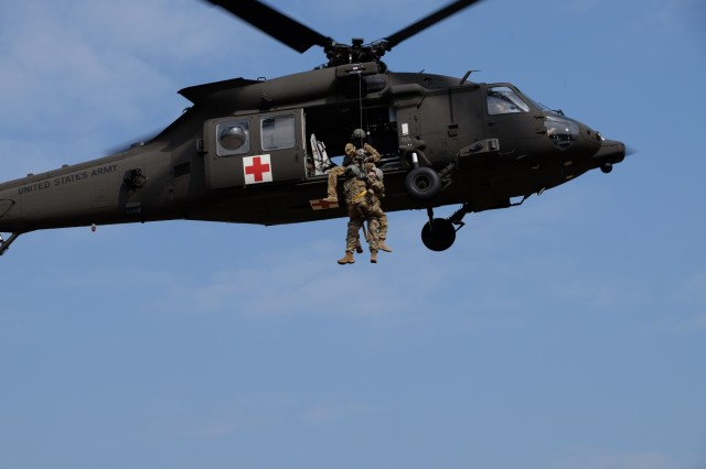 KAISERSLAUTERN, Germany - 7th Mission Support Command Soldiers from the Medical Support Unit-Europe conduct medical evacuation training with Staff Sgt. Jessie Turner, flight medic with the 1st Armored Division's Combat Aviation Brigade, Sept. 9, 2016. (Photo by Sgt. 1st Class Matthew Chlosta, 7th MSC Public Affairs Office)