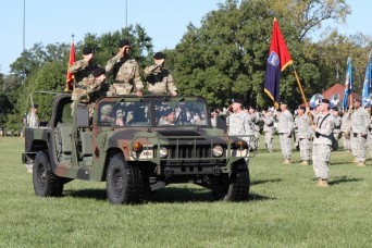 100th Training Division (OS) bids farewell to its commander and welcomes a new one