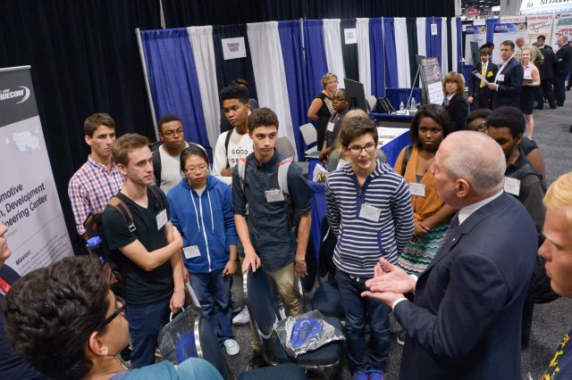 Students visit the Innovators Corner Oct. 4 at AUSA 2016 in Washington.