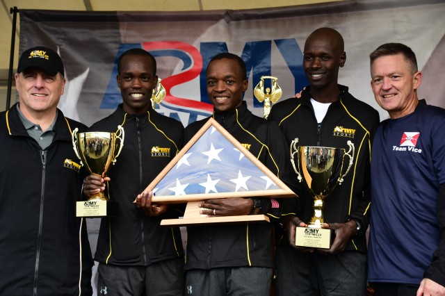 Top three Army Ten-Miler finishers receive trophies from Army leaders