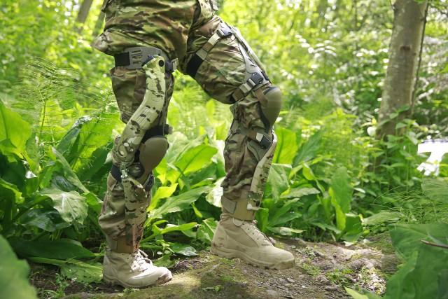 Bionic power knee harvester device