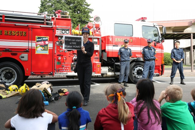 Fire protection inspector Hiromi Oliva, Fire and Emergency Services Division, asks Arnn students questions about fire safety Oct. 13 during Fire Prevention Week held Oct. 8-15. (U.S. Army photo by Lance D. Davis)