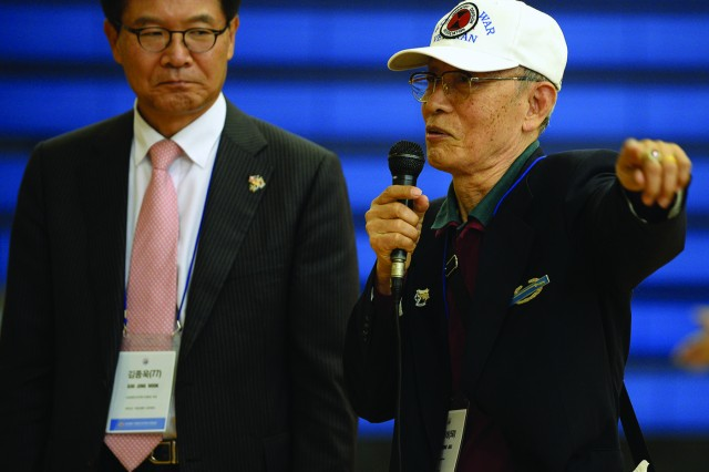 """Sok, Chong Nae, the senior KATUSA veteran at the event served with the U.S. 7th Infantry Division in 1950 (right), shared his experiences of fighting in the Korean War with fellow U.S. Soldiers. Sok emphasized the importance of patriotism and ROK-US alliance. """"Make your U.S. counterpart battle buddies lifelong friends,"""" he said. Also show is Kim, Jong Wook, chairman of the KATUSA Veterans Association."""