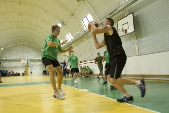 Soldiers, Marines spend time with Latvian students