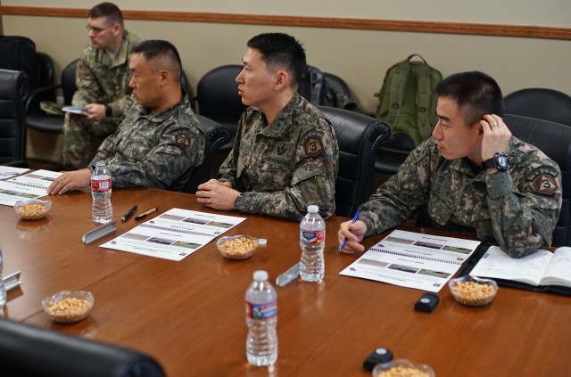 ROK/U.S. Combined Division staff briefed on 593rd ESC apabilities