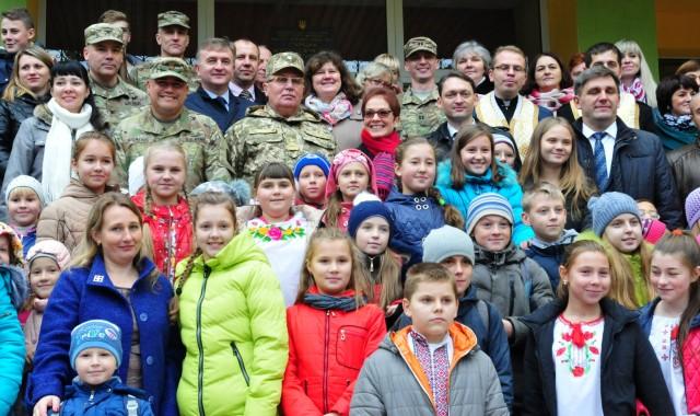 Ambassador to Ukraine Marie Yovanovitch visits newly renovated school