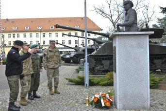 U.S. Army Vice Chief of Staff, Polish military leaders conduct site survey
