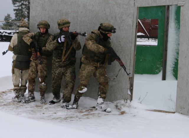 Mustangs share urban operation skills with Ukrainians
