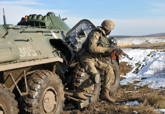 3rd ID teaches suppressive fire to Ukrainian Soldiers