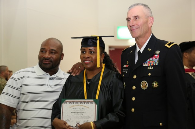 Sgt. 1st Class Kimara White; center, assigned to U.S. Army Japan, who graduated with an associate's degree, takes a photo with Maj. Gen. James F. Pasquarette; right, commander of U.S. Army Japan & I Corps (Forward), after the CZEC's graduation recognition ceremony Nov. 15 at CRC on Camp Zama. (U.S. Army Photos by Noriko Kudo)