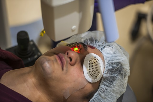 Belvoir Hospital Becomes First Military Hospital in Nation to Perform Cutting-Edge Eye Surgery