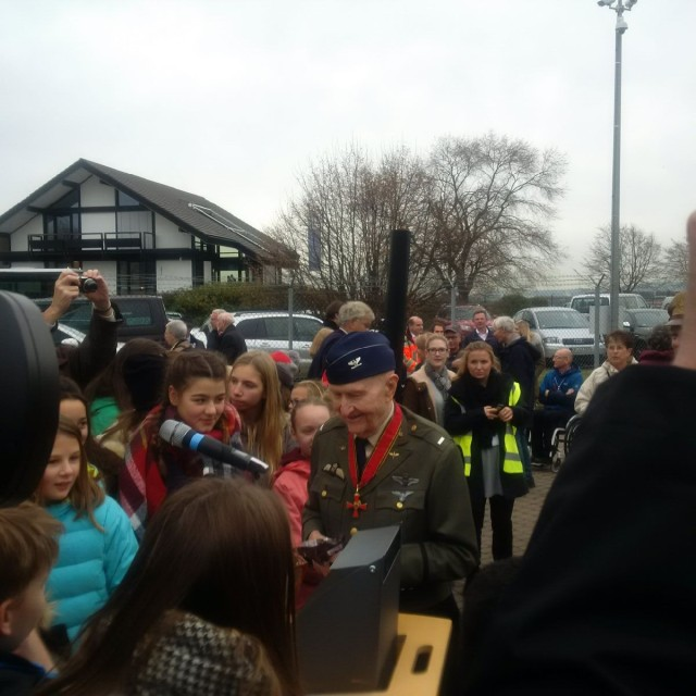 Chocolate Bomber distributes chocolate to children at Berlin Airlife Re-dedication ceremony