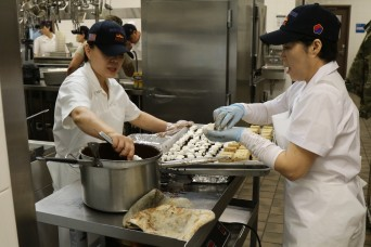 Team 19 Dining Facility Team Works Hard to Prepare Thanksgiving Feast