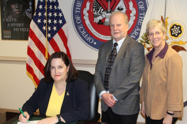 Hon. Katherine Hammack prepares to sign a Memorandum of Understanding that will help keep the EPA and Army working together, as Robert Kavlock, deputy assistant administrator for science, and Dr. Jennifer Orme-Zavaleta, director of EPA's National Exposure Research Laboratory look on.