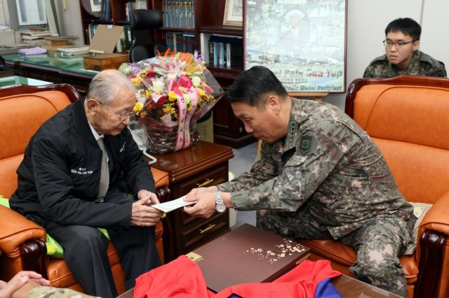 Gen. Leem Ho-young, Deputy Commander of the ROK-U.S. Combined Forces Command presents a birthday card to Gen. Paik Sun-yup during Paik's 96th birthday celebration at the War Memorial in Seoul, South Korea, Nov. 23. Paik served on the front lines of national defense during the Korean War and became the first four-star general in Korean military history.