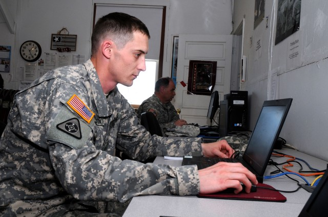 Spc. Robert Anderson at the Mobilization Soldier Computer Center
