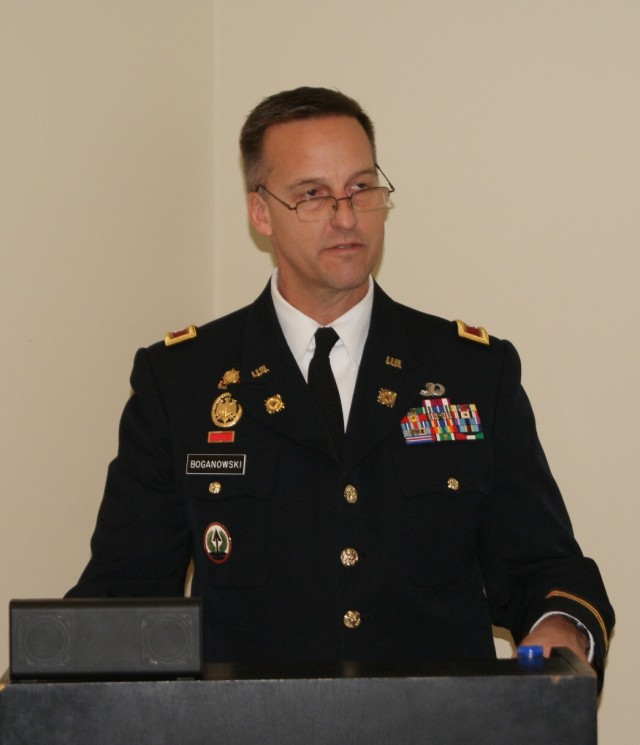 Col. Boganowski Speaks at Deactivation