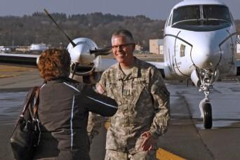 "NY National Guard Warrant Office takes ""final flight"" of 6,000 flight-hour, 40-year career"