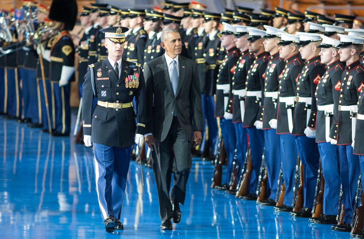 Armed forces say farewell to president obama article for Air force decoration for exceptional civilian service