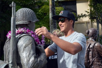 Pro surfers 'Hang 10' with 25th ID