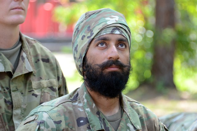 Turbans Beards Dreadlocks Now Permissible For Some Soldiers