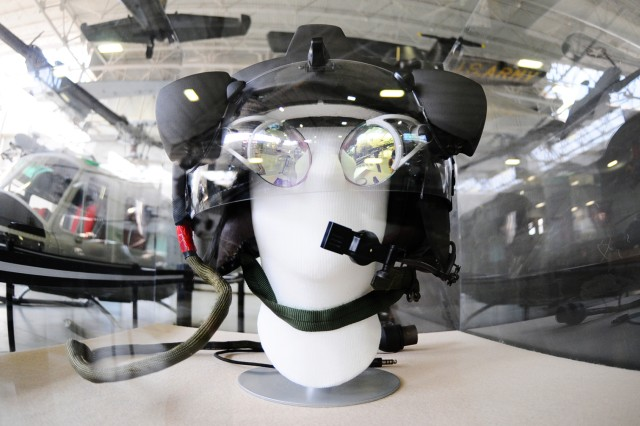 The head gear for the pilot.