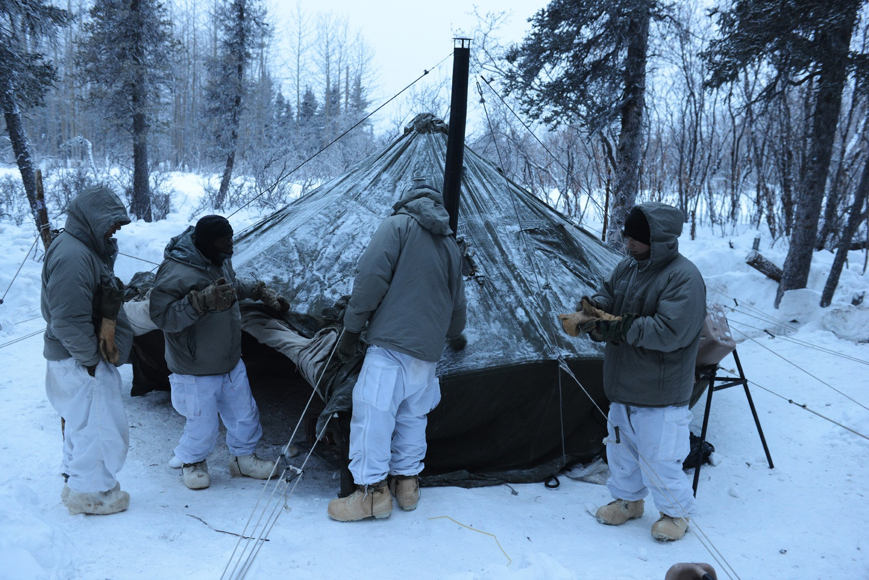 ... set up their 10-man Arctic Tent in the dark. (Photo Credit David Vergun) ... & Soldiers learn to stay warm thrive in arctic conditions | Article ...