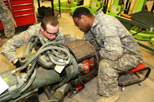 Mechanics Build Skills In Rts Maintenance Course At Fort