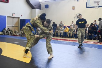 Soldiers Battle in Combatives Tournament